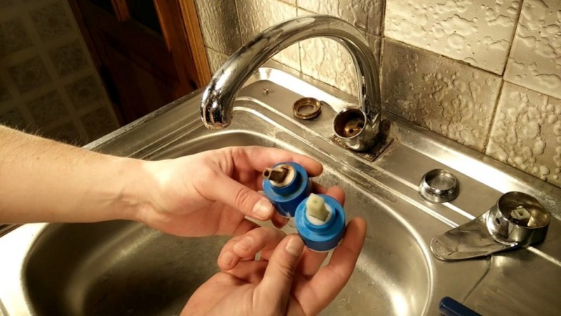 Почему прокручивается барашек на смесителе, вода полностью не перекрывается, как отремонтировать