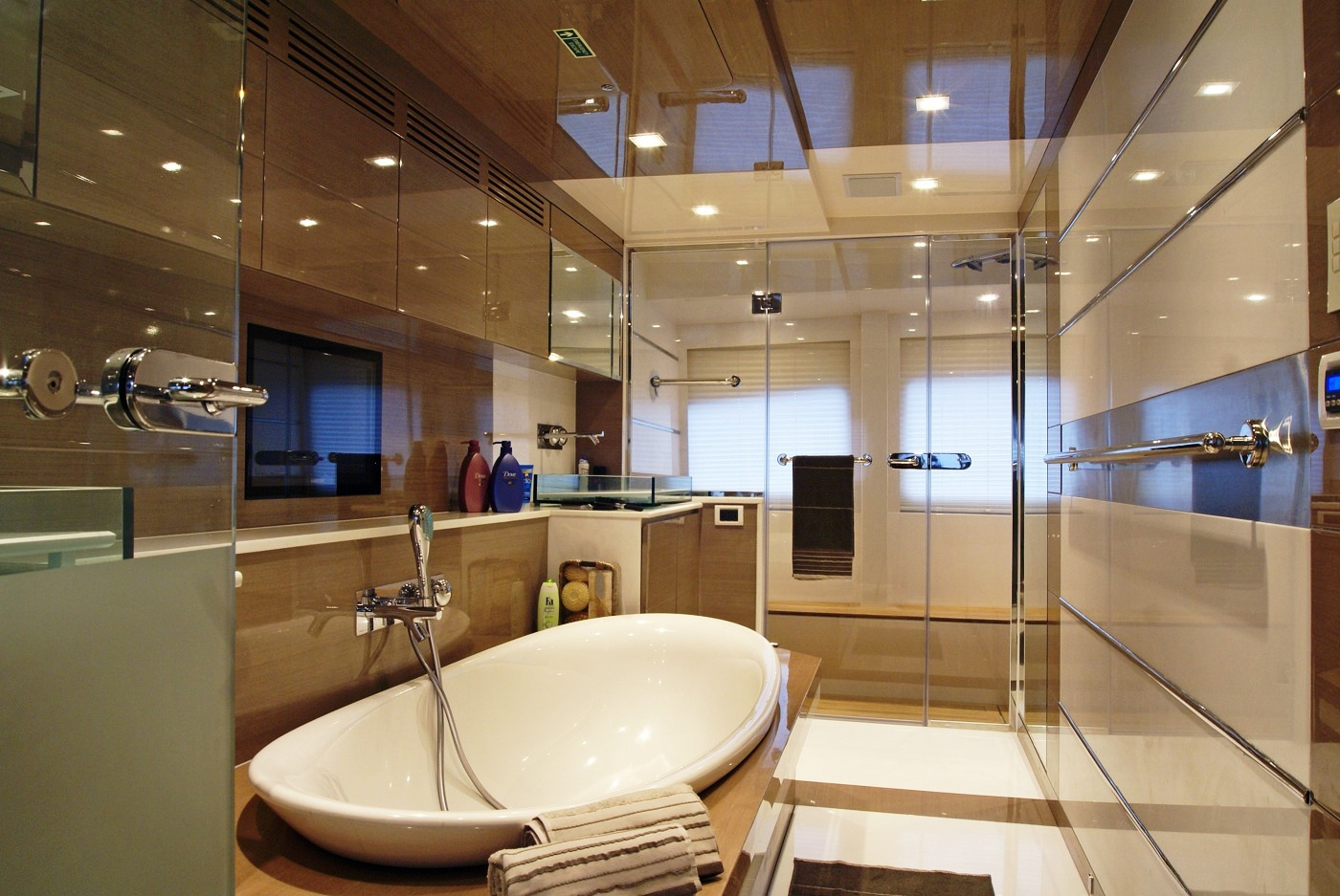 Телевизор для ванной комнаты дарим себе комфорт класса люкс