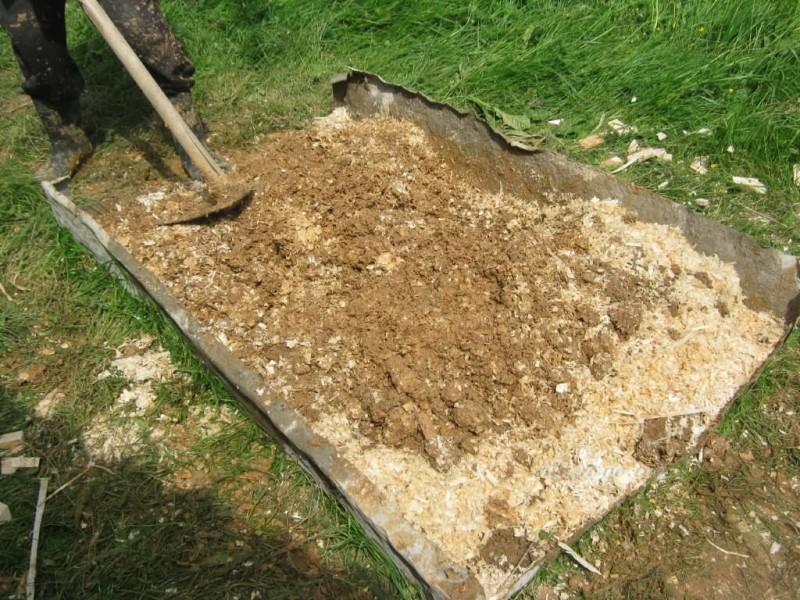 Делать утепление потолка бани глиной с опилками или опилками с цементом Что лучше и есть ли разница