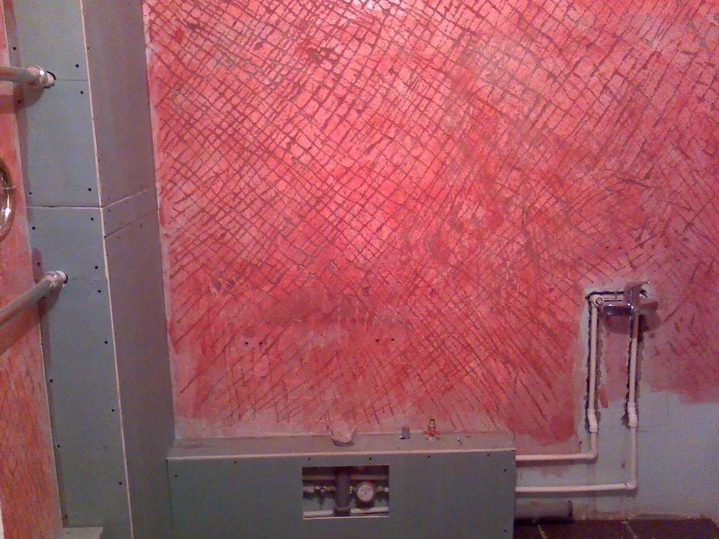 насечки на стене и грунт бетонконтакт