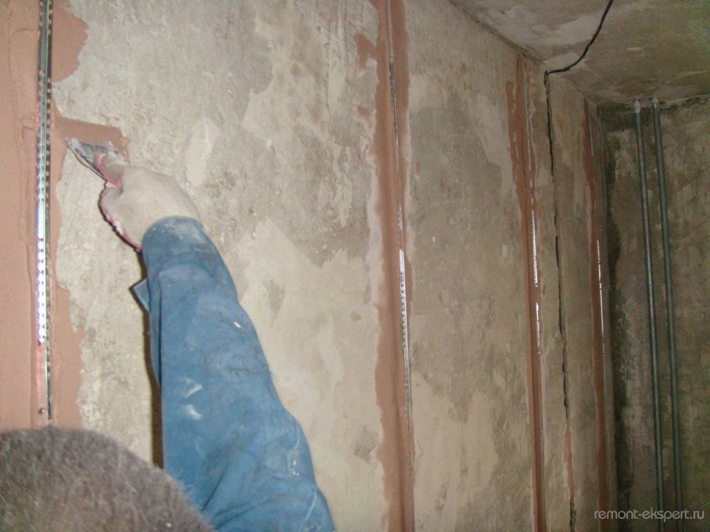 Как выровнять стены в ванной под плитку своими руками