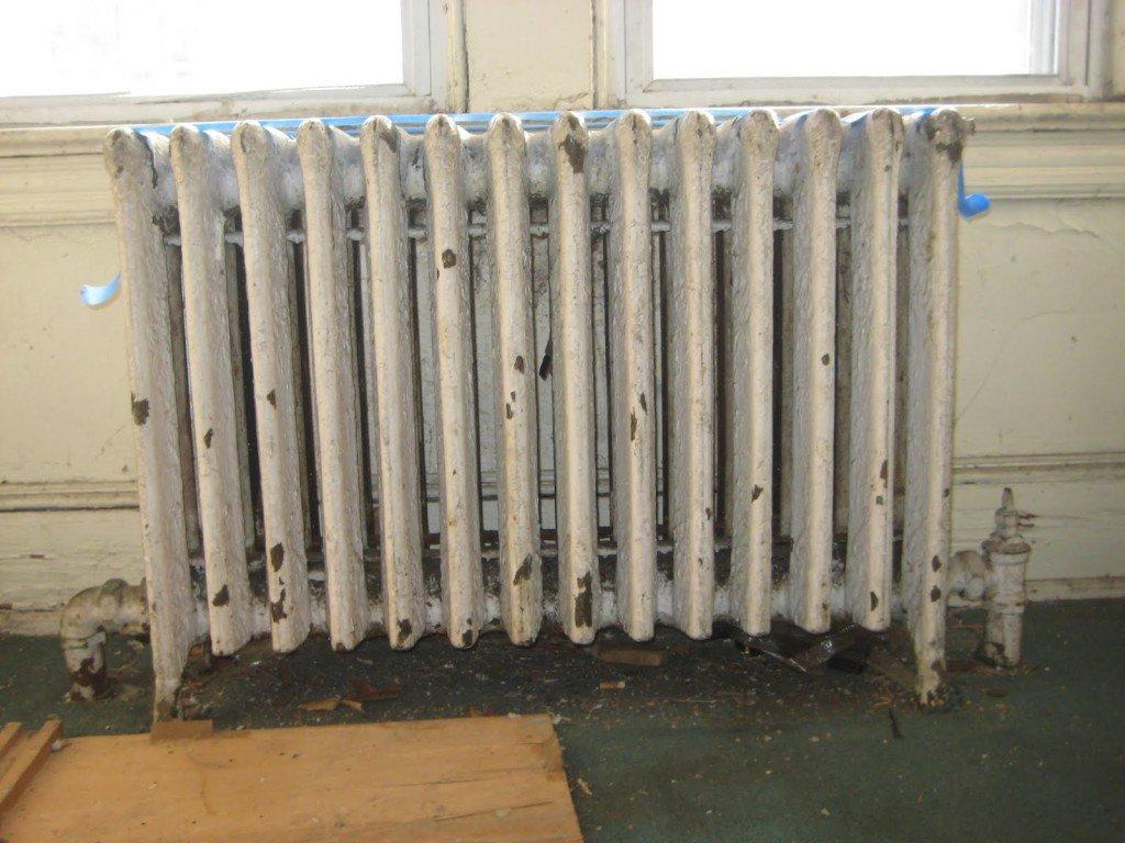 старая краска на радиаторе