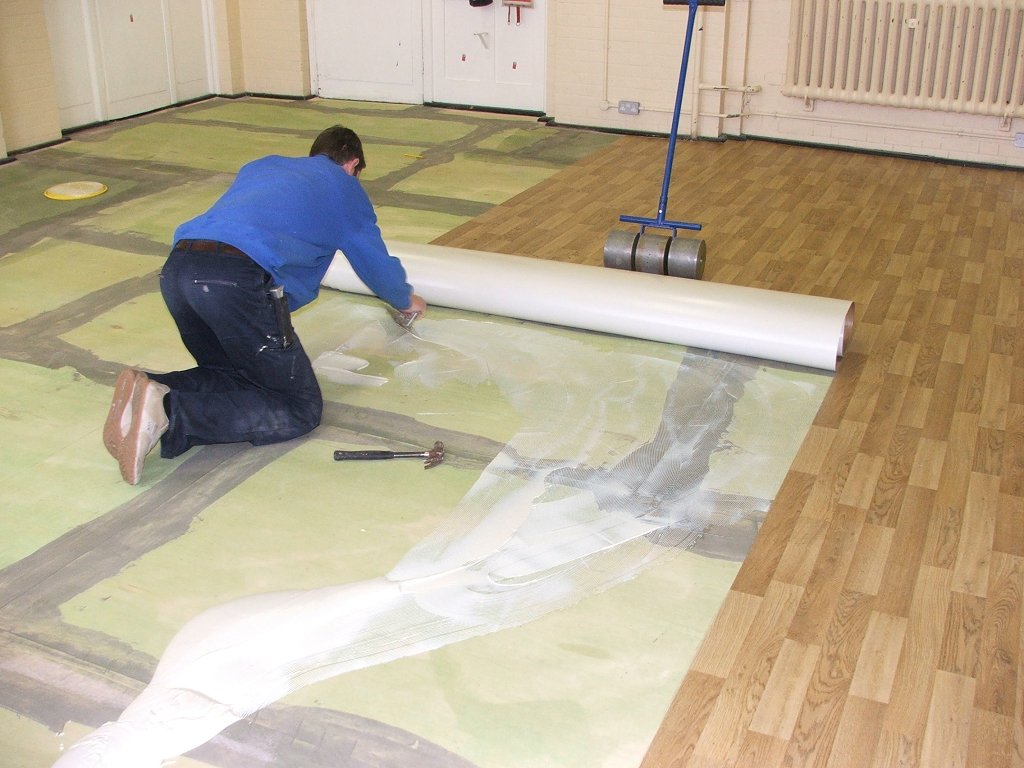 Линолеум укладка своими руками на деревянный пол фото 200