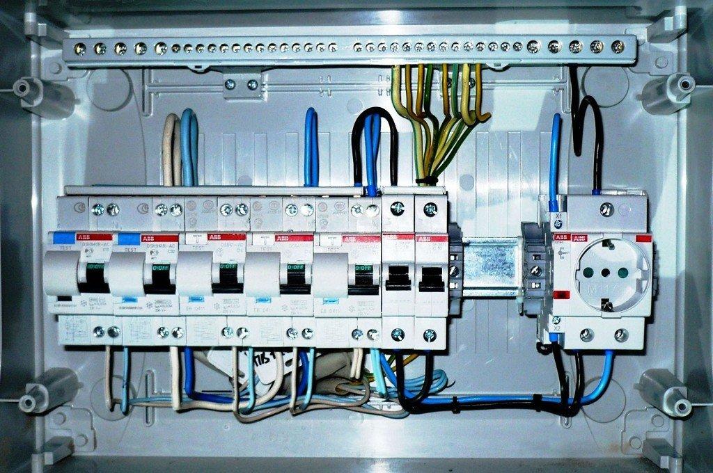 наполнение электрощита автоматами и УЗО