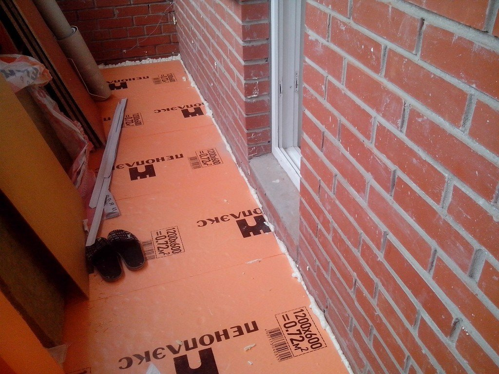 пеноплекс под стяжку на балконе