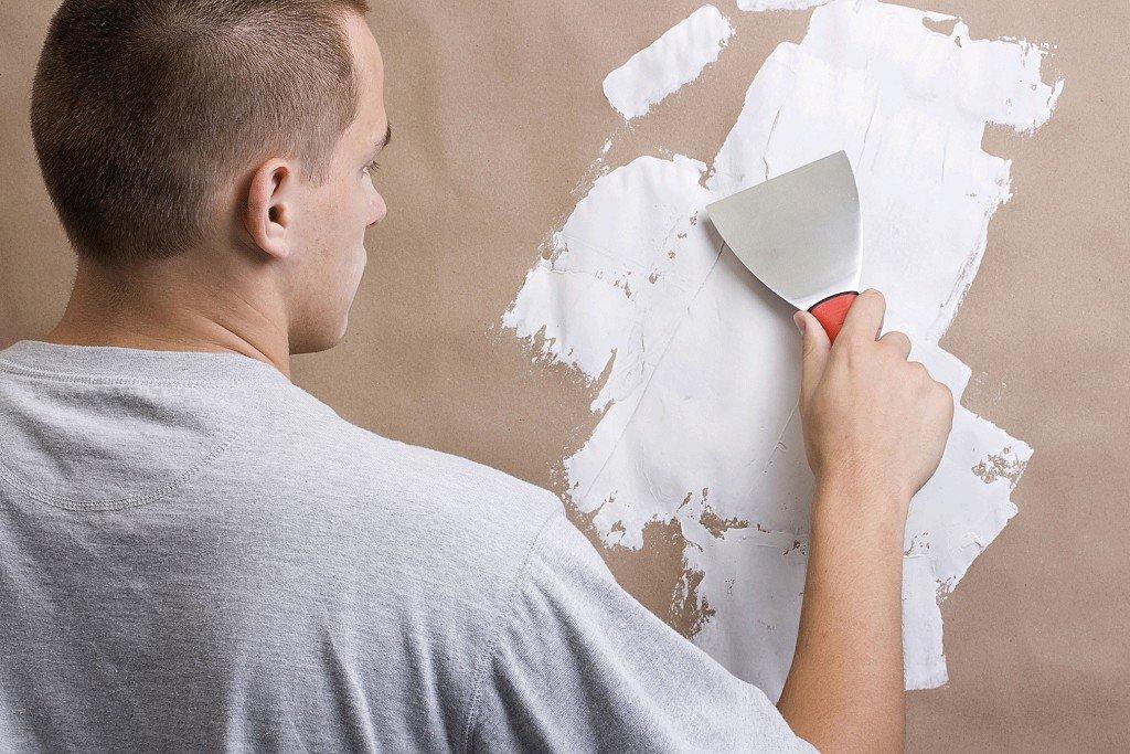 процесс шпаклевания стен