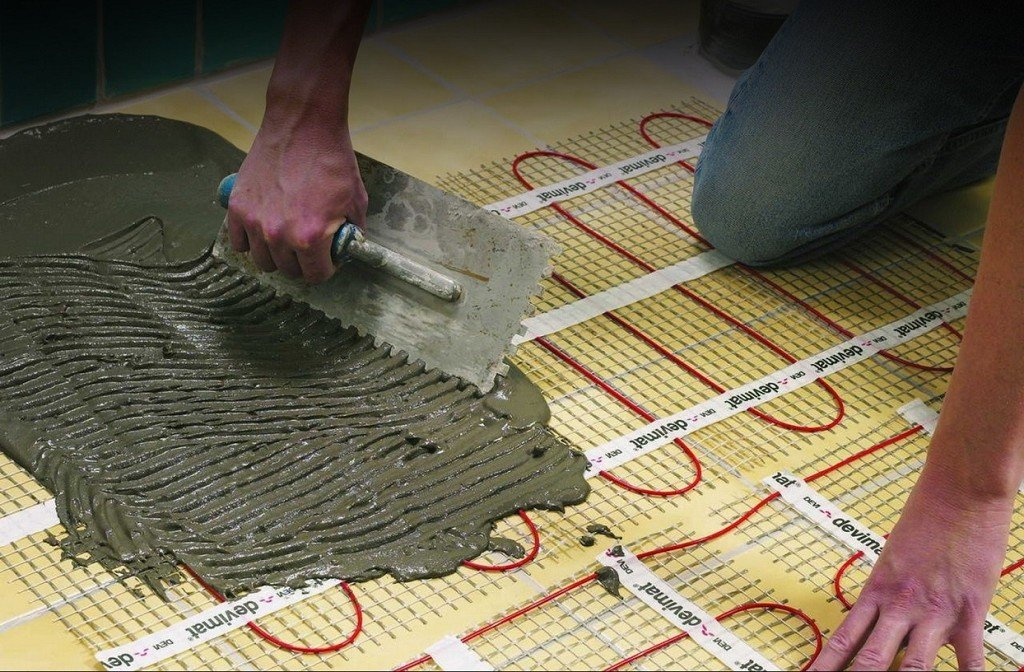 плиточный клей поверх нагревательных элементов