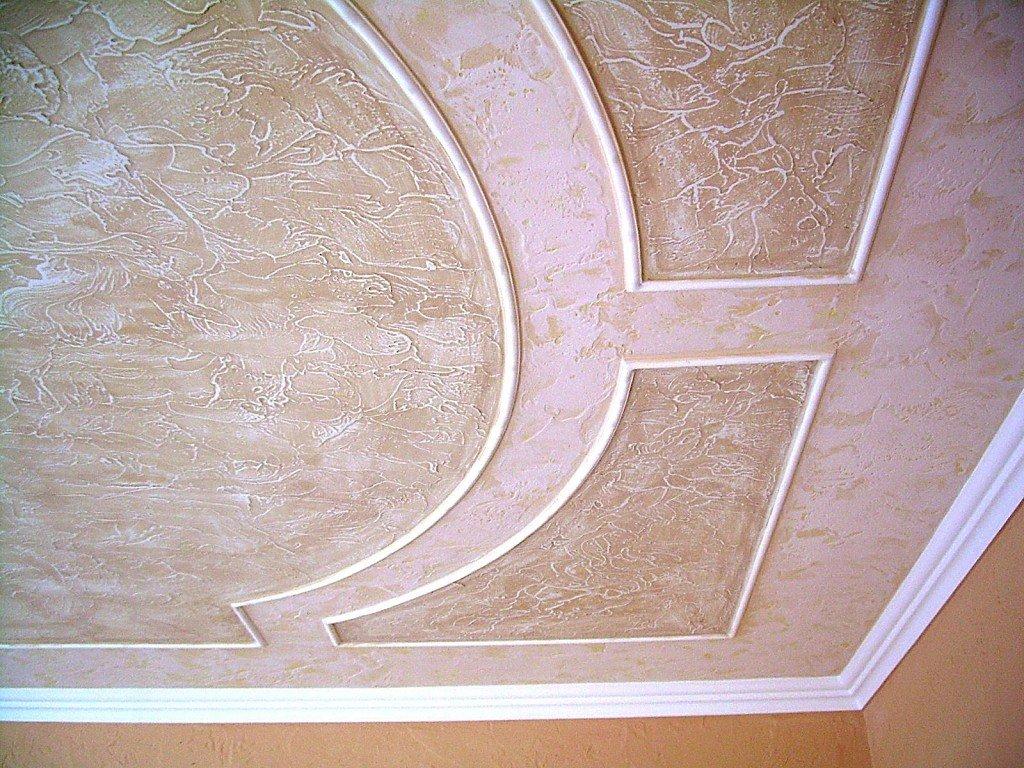 потолок с декоративной штукатуркой