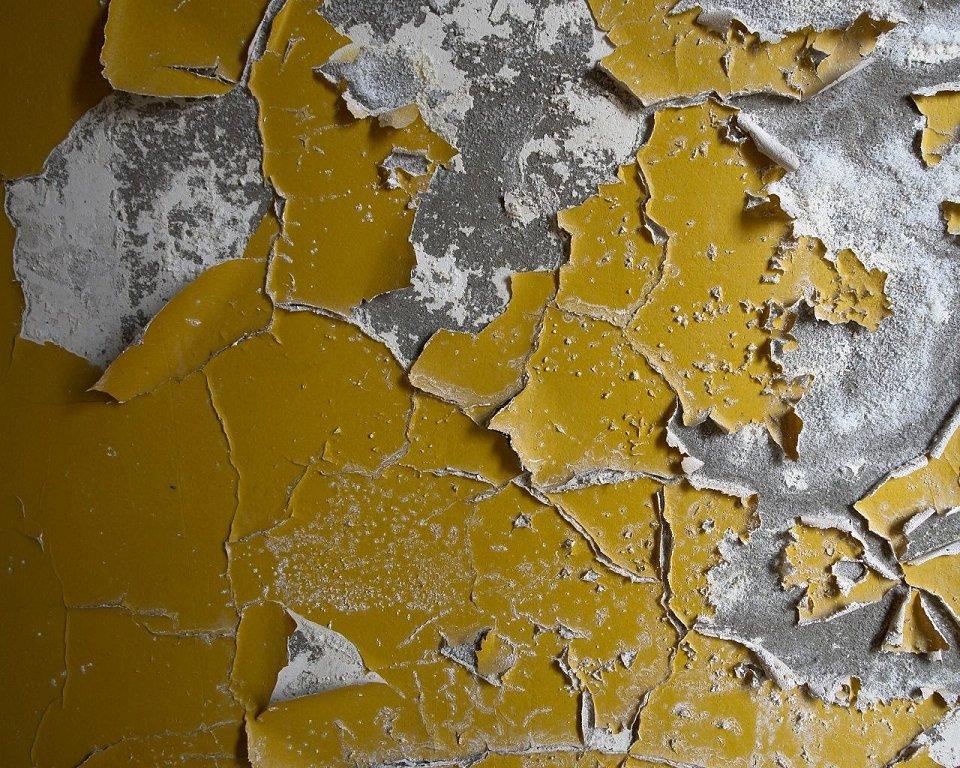 стена со старой краской