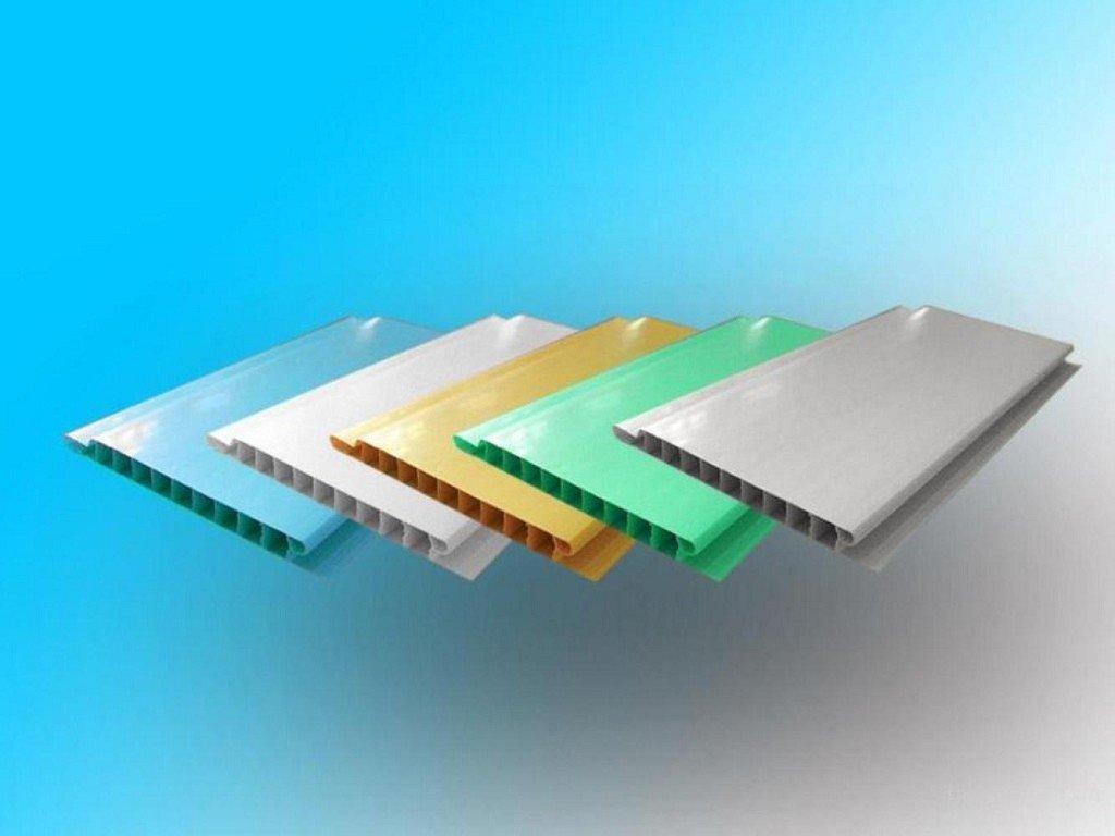 Пластиковые панели разных цветов