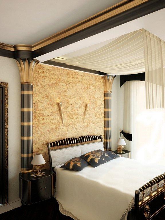 Две колонны по сторонам кровати