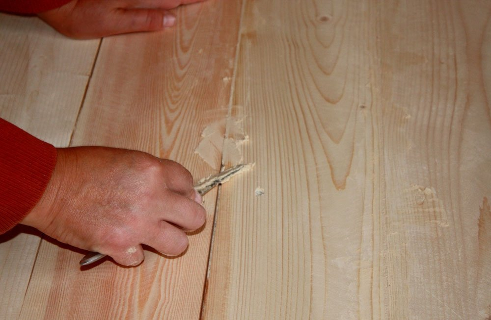 обработка деревянного пола шпаклевкой по дереву
