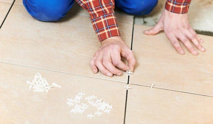 использование пластиковых крестиков для плитки