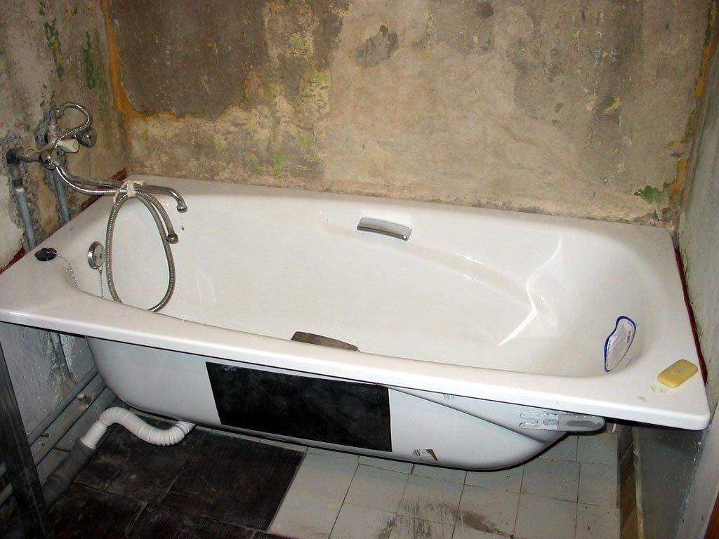 установка ванны к стене