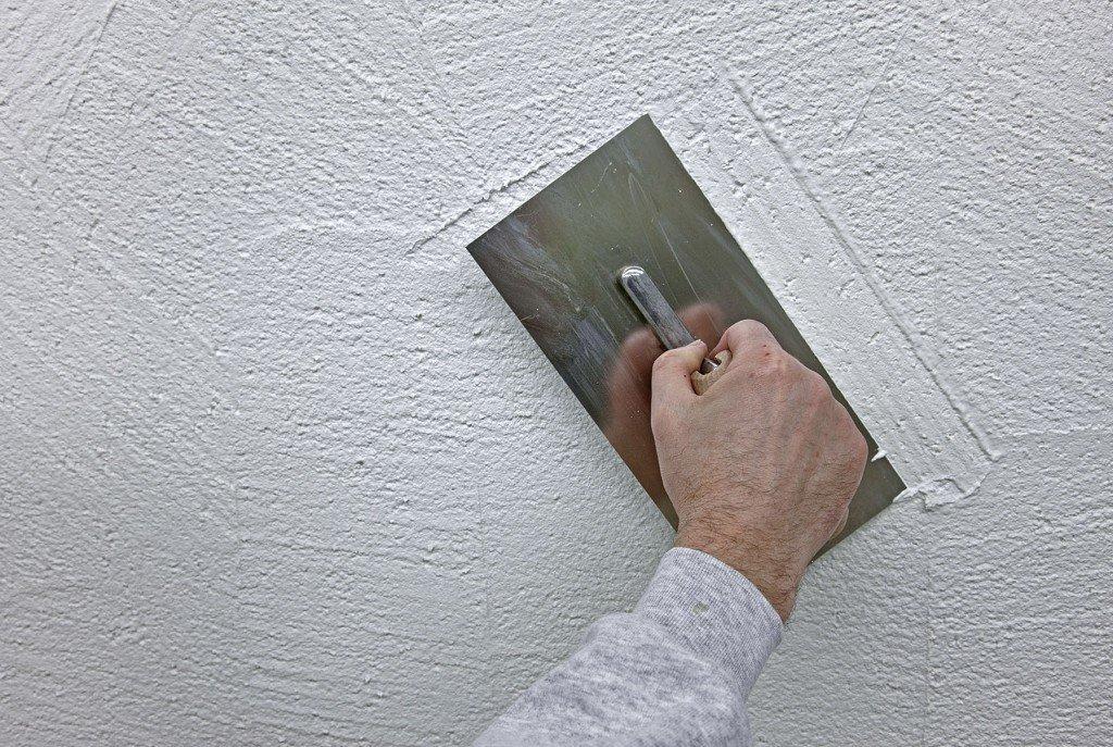 высыхание штукатурки на стене