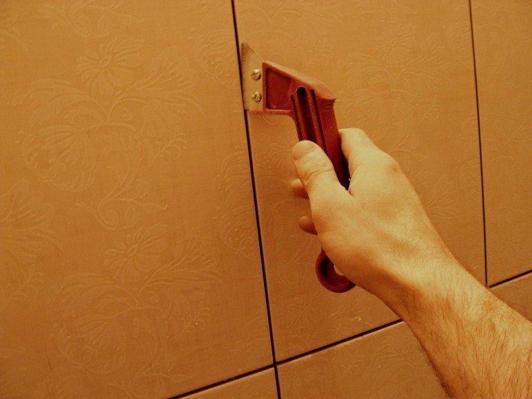 Как очистить швы между плиткой в домашних  2