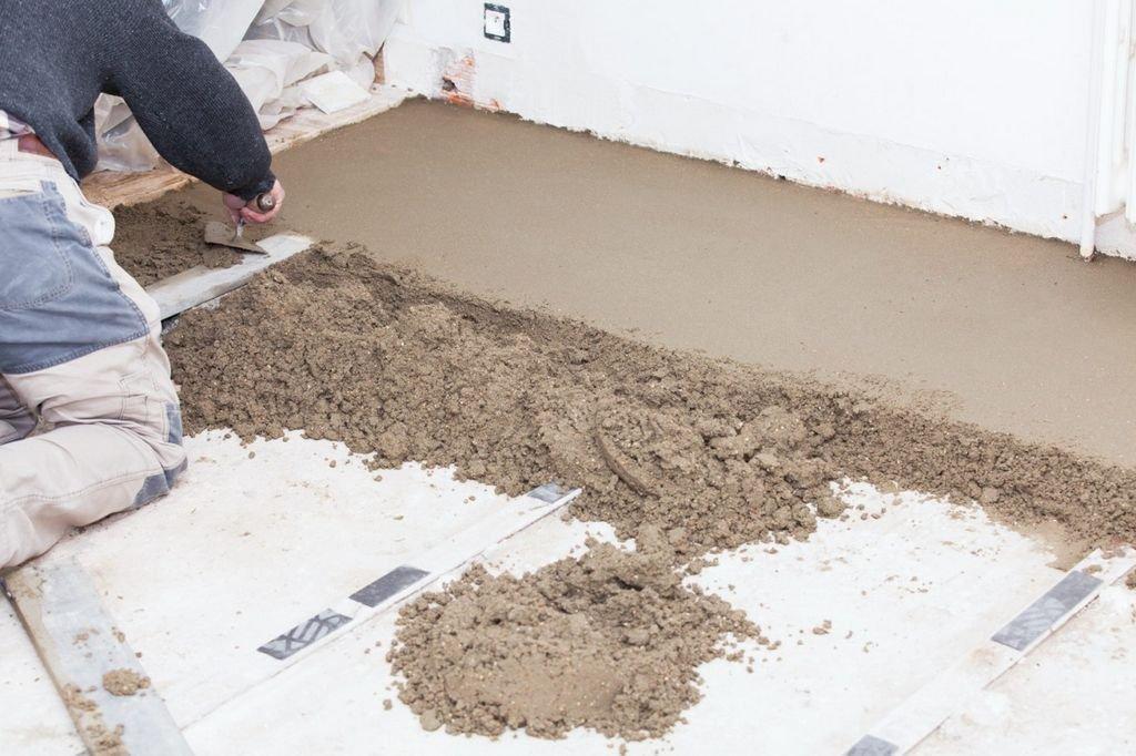 процесс устройства цементно-песчаной стяжки