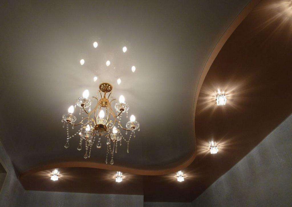 дополнение точечными светильниками