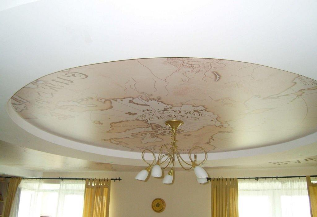потолок с печатным рисунком