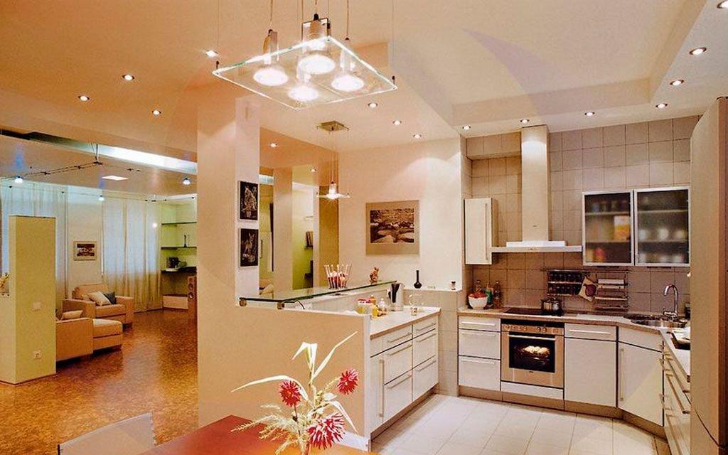 точечные светильники в кухне