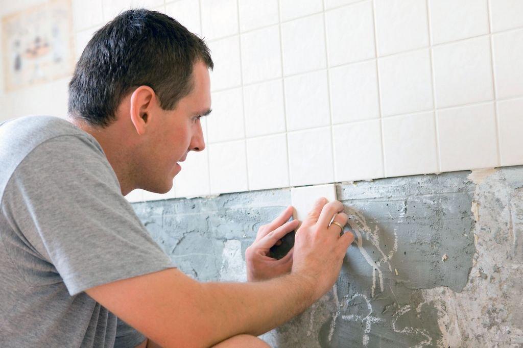 укладка плитки на стену в кухне