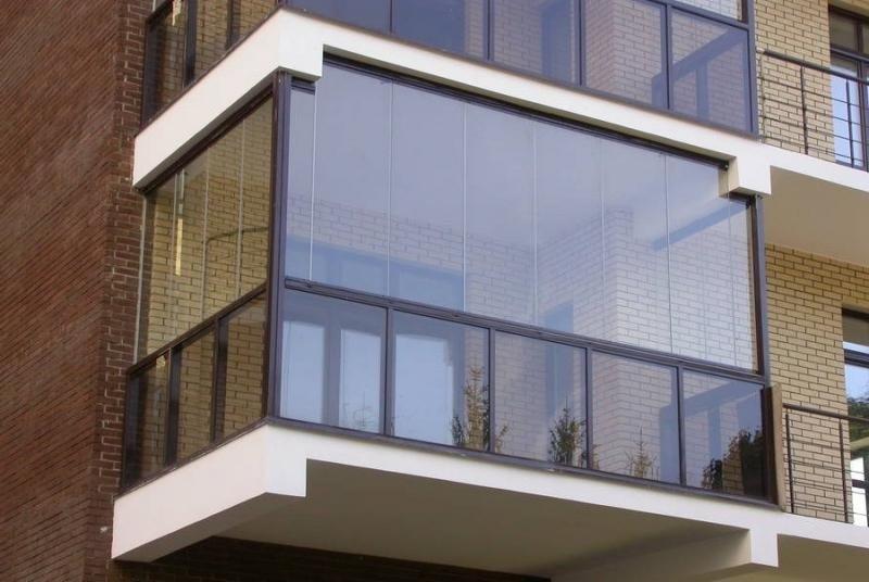 Что лучше – балкон или лоджия?
