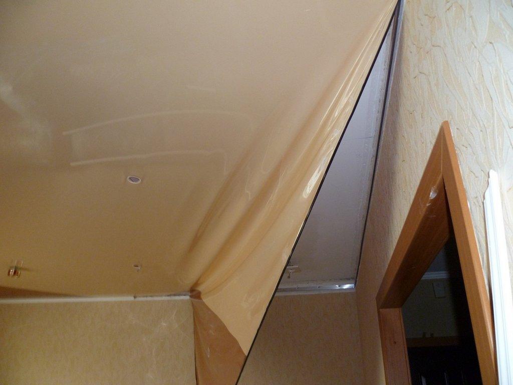Демонтаж натяжного потолка из ПВХ