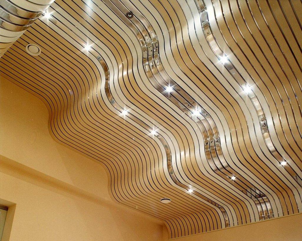 Дизайнерский реечный потолок