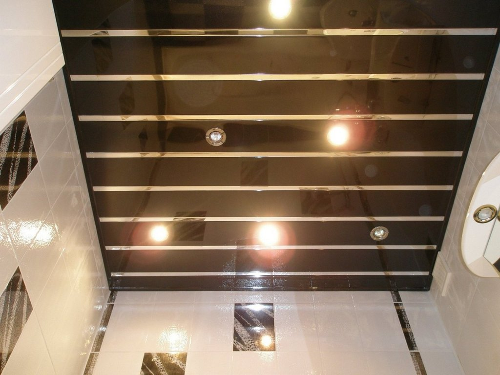 Глянцевый реечный потолок
