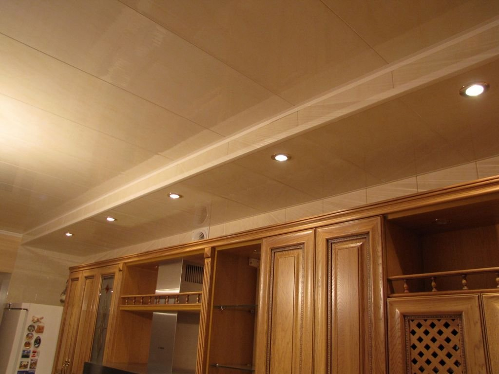 потолок из пластика