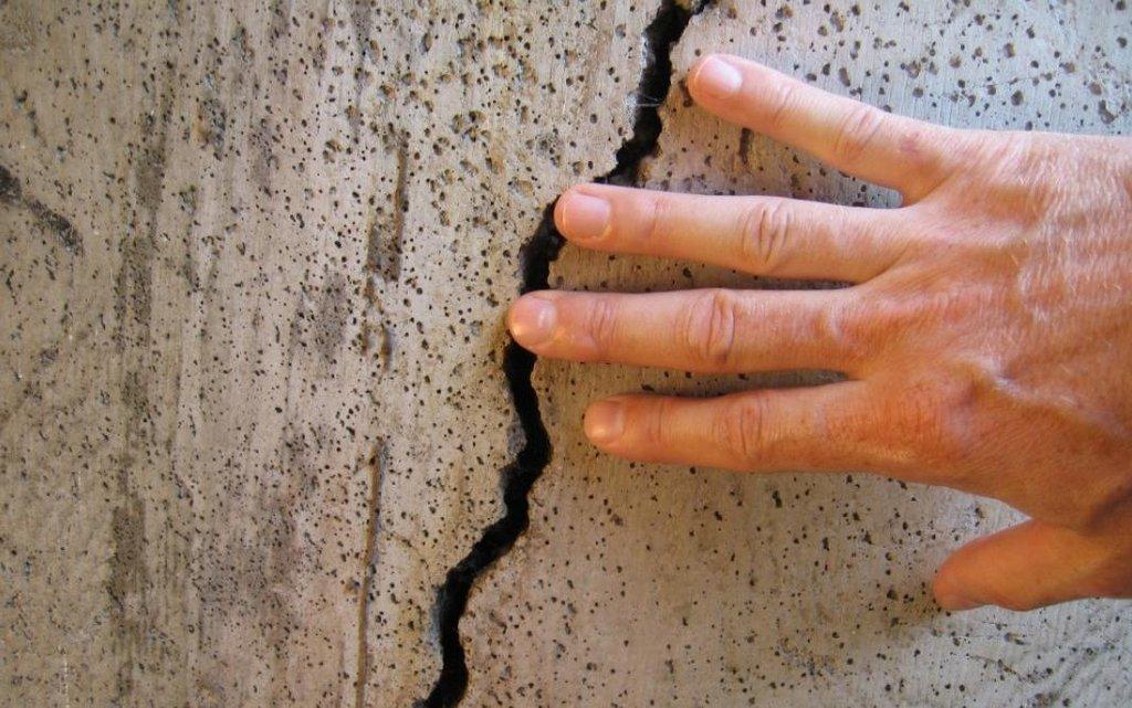 Трещины на потолке