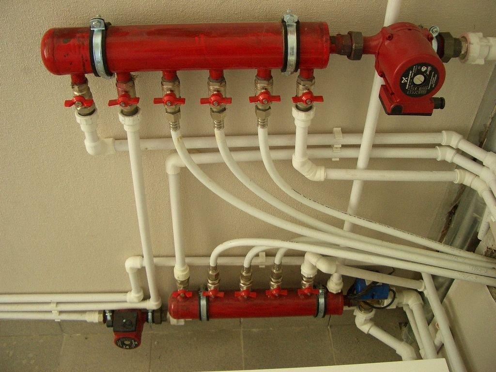 трубы теплого пола, подключенные к системе отопления