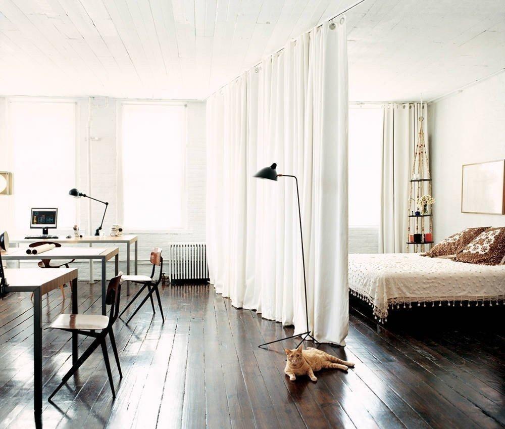 Дизайн спальни-гостиной со шторами