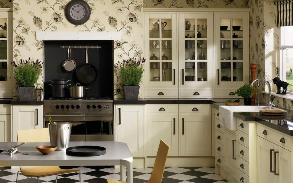 Обои для кухни с цветочным рисунком