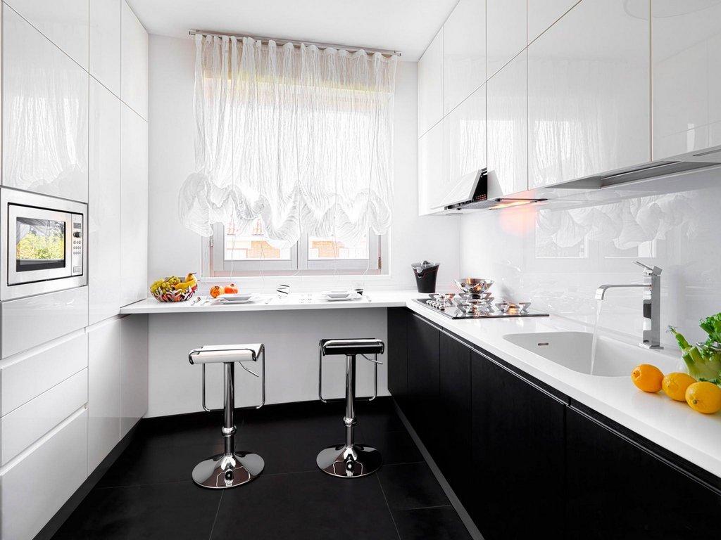 Оформление окна на маленькой кухне