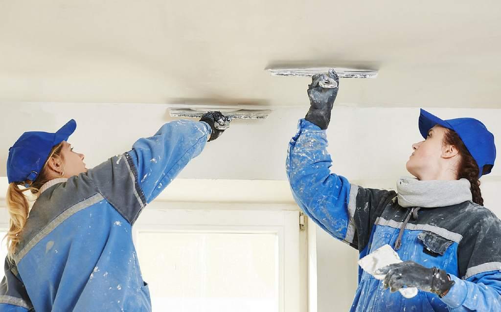 Шпаклюем потолок под покраску
