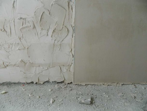 Стена в процессе оштукатуривания