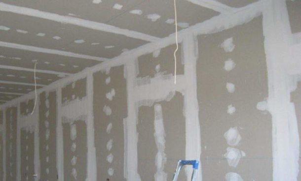 Стены после выравнивания гипсокартоном