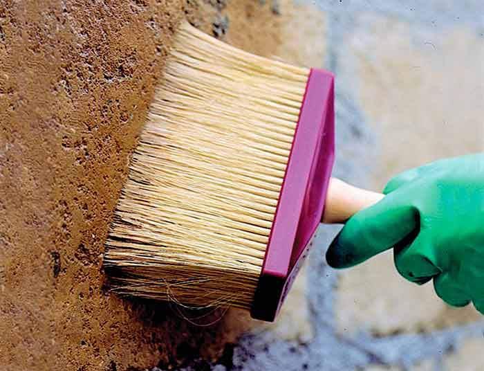 Грунтуем стены перед шпаклевкой