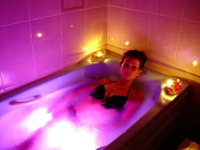 Хромотерапия в акриловой ванне