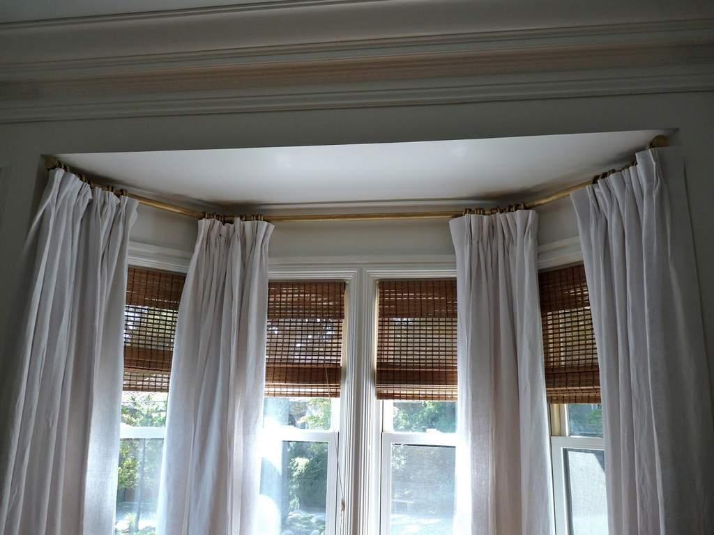 Карниз, повторяющий форму окна