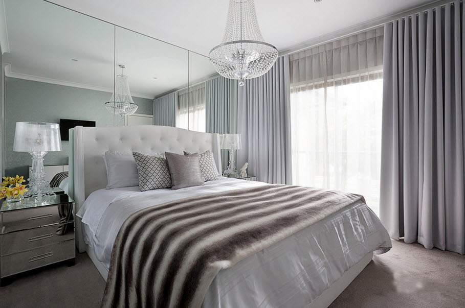 Монохромные шторы в спальне