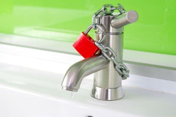 капает вода при закрытом кране