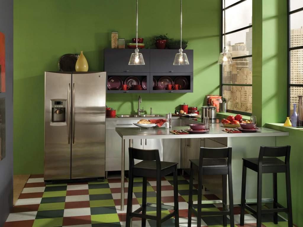 Кухня с зелеными стенами воздействует успокаивающе