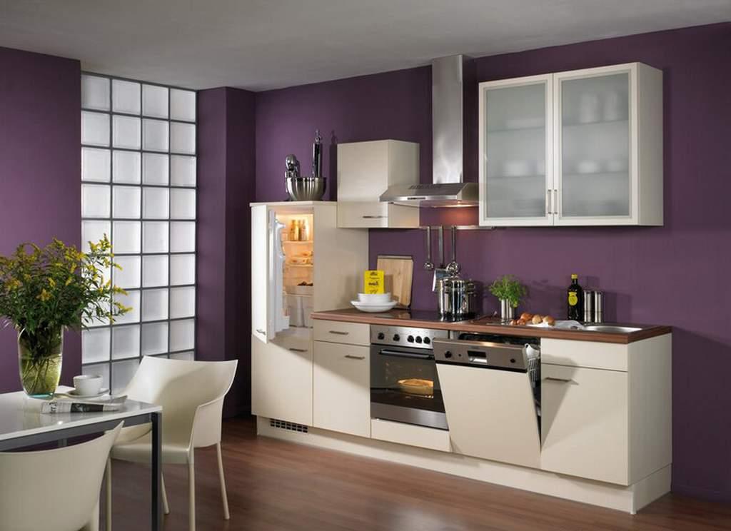 Кухня со стенами фиолетового цвета