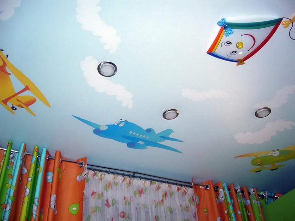 Одноуровневый потолок в детской комнате