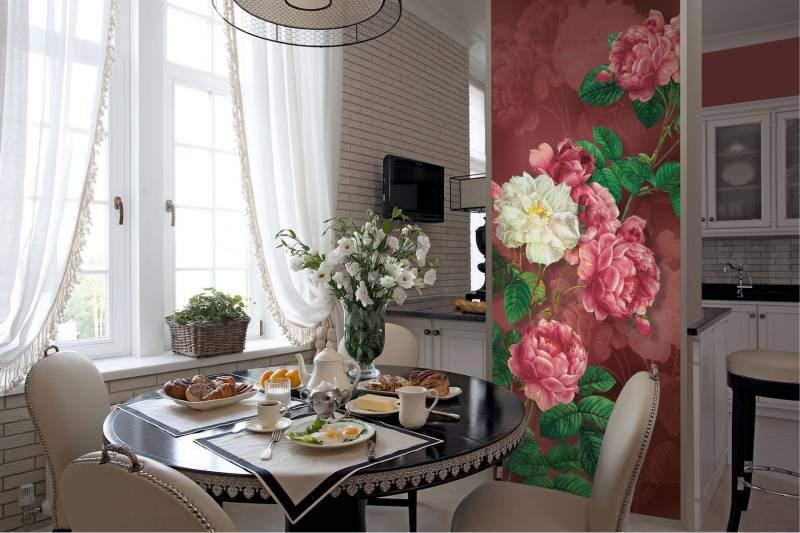 Кухонная стена, оформленная росписью