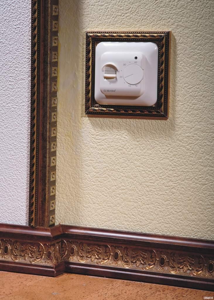 Плинтус, декорированный лепниной