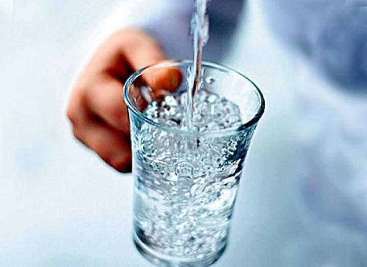 Определение уровня влажности с помощью стакана с водой