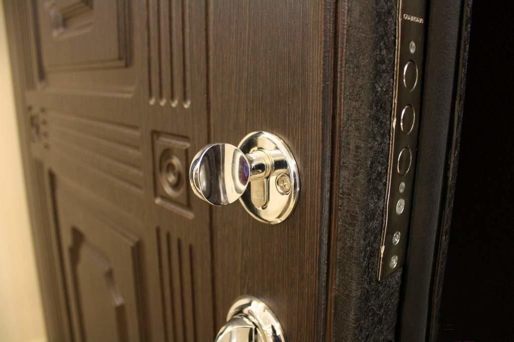 Выбираем дверь в квартиру